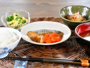 ・鯖の味噌煮 ・焼きナス ・タマゴとブロッコリーのサラダ