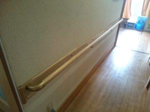 玄関。廊下手すり取り付け工事