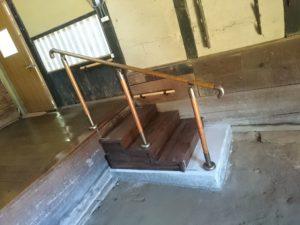 段差解消のため階段設置
