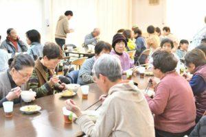 島根県浜田市三隅町湊浦での子ども育成会と高齢者サロンで蕎麦打ちと試食会